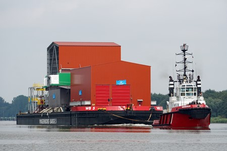 Sea transport heavy modules from Poland to Germany by tug and pontoon